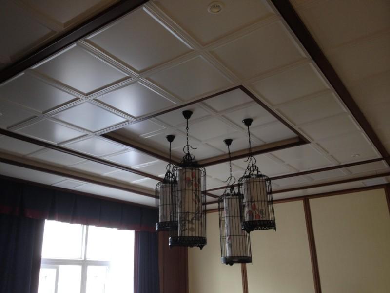 客厅装修大pk:集成吊顶vs石膏吊顶